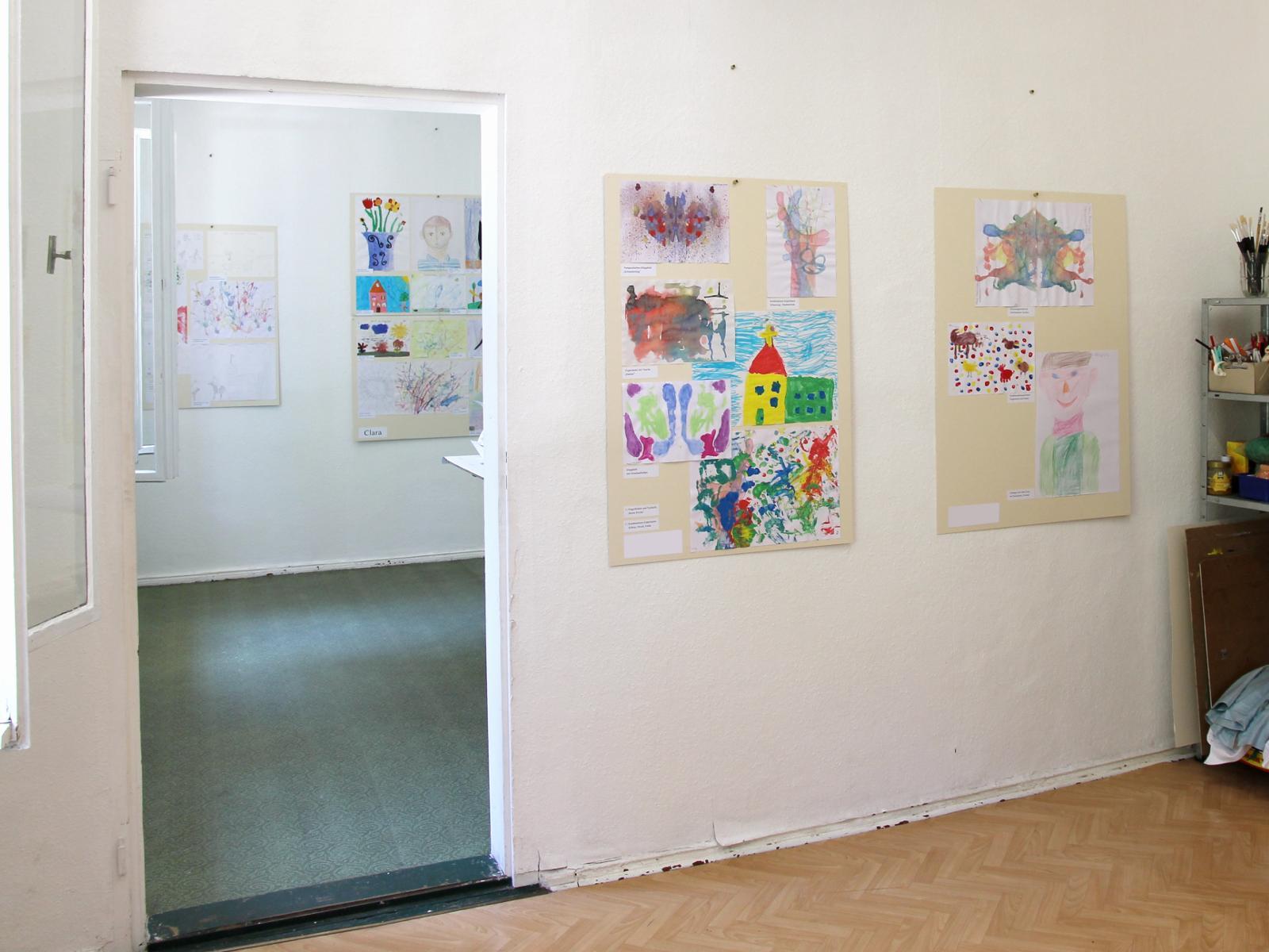 Kunstgespuer Kinderatelier-Ausstellung Betrachtungen 01 Raum 1