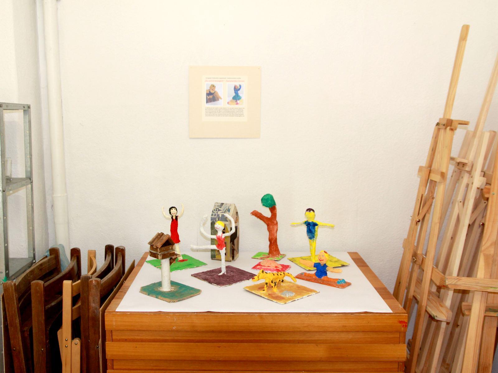 Kunstgespuer Kinderatelier-Ausstellung-Fantasievolle-Druckgrafik-Plastik Exponate